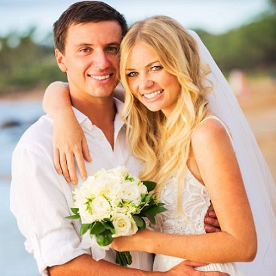 GETTING MARRIED ON A BEACH IN HAWAII? TRY THESE HAIR AND MAKEUP TIPS (PART 1)